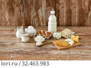 Купить «cottage cheese, crackers, milk, yogurt and butter», фото № 32463983, снято 16 августа 2018 г. (c) Syda Productions / Фотобанк Лори