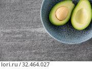 Купить «close up of ripe avocado with bone in ceramic bowl», фото № 32464027, снято 12 апреля 2018 г. (c) Syda Productions / Фотобанк Лори