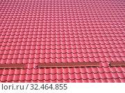 Купить «Красная металлочерепица на крыше здания, фон», фото № 32464855, снято 20 июля 2019 г. (c) Ирина Борсученко / Фотобанк Лори