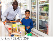 Купить «Active African American father and son in store», фото № 32473259, снято 15 апреля 2019 г. (c) Яков Филимонов / Фотобанк Лори