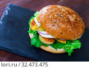 Купить «Tasty grilled burger with chicken, cucumber, cheese and lettuce», фото № 32473475, снято 3 июня 2020 г. (c) Яков Филимонов / Фотобанк Лори