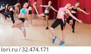 Females are practising arch movement in jazz dance. Стоковое фото, фотограф Яков Филимонов / Фотобанк Лори