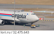 Купить «Boeing 747 push back before departure», видеоролик № 32475643, снято 9 ноября 2019 г. (c) Игорь Жоров / Фотобанк Лори