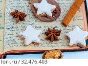 Zutaten für Kekse und Plätzchen, die zu Weihnachten gebacken werden. Стоковое фото, фотограф Zoonar.com/Erwin Wodicka / age Fotostock / Фотобанк Лори