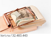 Yen Geldscheine aus Japan in einer Mausefalle. Стоковое фото, фотограф Zoonar.com/Erwin Wodicka / age Fotostock / Фотобанк Лори