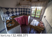 Traditional axarquia kitchen with tile skirting board and masonry countertop in Comares. Mountain top white village of Malaga Province, Andalusia, Spain. Стоковое фото, фотограф Juan García Aunión / age Fotostock / Фотобанк Лори
