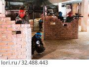 Paintball players aiming in opponents. Стоковое фото, фотограф Яков Филимонов / Фотобанк Лори