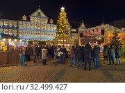 Купить «Рождественский базар в Вольфенбюттеле, Германия», фото № 32499427, снято 9 декабря 2018 г. (c) Михаил Марковский / Фотобанк Лори