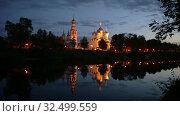 Ночной вид на Вологодский кремль с берега реки (2019 год). Стоковое видео, видеограф Юлия Бабкина / Фотобанк Лори