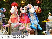 Купить «Мягкие игрушки - символ 2020 года - белые крысы», фото № 32508947, снято 22 ноября 2019 г. (c) Овчинникова Ирина / Фотобанк Лори