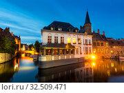 Belgium, Brugge, old European town, night view (2019 год). Стоковое фото, фотограф Tryapitsyn Sergiy / Фотобанк Лори