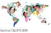 Multikulturelle Weltkarte mit Gruppe von vielen Kindern als Integration Konzept. Стоковое фото, фотограф Zoonar.com/Robert Kneschke / age Fotostock / Фотобанк Лори