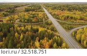 Купить «Вид сверху на автомобильную развязку», видеоролик № 32518751, снято 9 апреля 2020 г. (c) Евгений Ткачёв / Фотобанк Лори