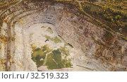 Купить «Открытый карьер по добыче полезных ископаемых», видеоролик № 32519323, снято 4 декабря 2019 г. (c) Евгений Ткачёв / Фотобанк Лори