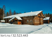 Russian Traditional wooden peasant house , Malye Karely village, Arkhangelsk region, Russia. Редакционное фото, фотограф Zoonar.com/MYCHKO / easy Fotostock / Фотобанк Лори