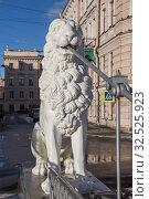 Скульптура льва на Львином мостике, Санкт-Петербург (2019 год). Стоковое фото, фотограф Юлия Бабкина / Фотобанк Лори
