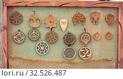 Handicraft items. Wooden pendants, amulets and talismans on a souvenir counter. Стоковое фото, фотограф Акиньшин Владимир / Фотобанк Лори
