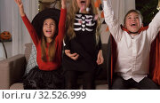 Купить «kids in halloween costumes throw candies at home», видеоролик № 32526999, снято 14 ноября 2019 г. (c) Syda Productions / Фотобанк Лори