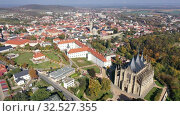 Купить «Aerial view of historical centre of small Czech town of Kutna Hora in autumn day overlooking St. Barbara Church and Jesuit College», видеоролик № 32527355, снято 14 октября 2019 г. (c) Яков Филимонов / Фотобанк Лори