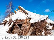 Купить «Ruins of abandoned rural house in sunny winter day in little village in Smolensk region of Russia», фото № 32530291, снято 15 июля 2020 г. (c) easy Fotostock / Фотобанк Лори