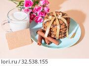 Купить «Healthy vegetarian cereal oats food, sweet dessert, culinary products. Oatmeal cookies, cinnamon, milk. Breakfast on a blue plate with a bouquet of roses on a peach color background with mockup», фото № 32538155, снято 30 ноября 2019 г. (c) Светлана Евграфова / Фотобанк Лори
