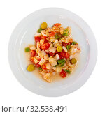 Купить «Seafood salad from slices of cod and vegetables», фото № 32538491, снято 23 февраля 2020 г. (c) Яков Филимонов / Фотобанк Лори