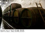 Купить «Rows of wooden barrels in beer brewhouse», фото № 32538555, снято 10 декабря 2019 г. (c) Яков Филимонов / Фотобанк Лори