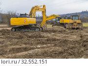 Two yellow excavators at a loamy construction site. Стоковое фото, фотограф Zoonar.com/PRILL Mediendesign Fotografie / easy Fotostock / Фотобанк Лори