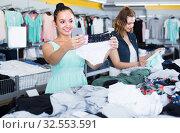 Купить «Young women are choosing panties», фото № 32553591, снято 19 июня 2017 г. (c) Яков Филимонов / Фотобанк Лори