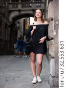 Купить «portrait of girl standing near the brick wall», фото № 32553631, снято 15 декабря 2019 г. (c) Яков Филимонов / Фотобанк Лори