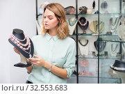Купить «Saleswoman demonstrating beads from pink aventurine», фото № 32553683, снято 6 декабря 2019 г. (c) Яков Филимонов / Фотобанк Лори
