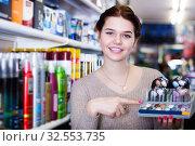 Купить «Seller demonstrating assortment», фото № 32553735, снято 21 февраля 2017 г. (c) Яков Филимонов / Фотобанк Лори