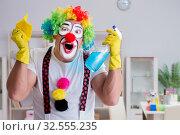 Купить «Funny clown doing cleaning at home», фото № 32555235, снято 12 мая 2017 г. (c) Elnur / Фотобанк Лори