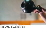 Купить «Sportive training - an athletic man squatting with a weight in his hands», видеоролик № 32556783, снято 29 мая 2020 г. (c) Константин Шишкин / Фотобанк Лори