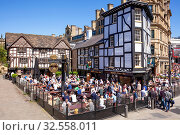 Купить «Crowded Sinclair's Oyster Bar and The Old Wellington public house, Cathedral Gates, Manchester City Centre, Manchester, England, United Kingdom, Europe», фото № 32558011, снято 14 мая 2018 г. (c) age Fotostock / Фотобанк Лори