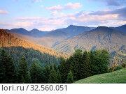 Blick ins bewaldete Gebirge. Стоковое фото, фотограф Zoonar.com/Trischberger Rupert / easy Fotostock / Фотобанк Лори