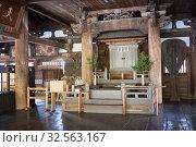 Interior of wooden hall of Senjokaku (Toyokuni) Shrine, pavilion of 1000 mats. It is unfinished Buddhist library. Itsukushima, Japan (2013 год). Редакционное фото, фотограф Кекяляйнен Андрей / Фотобанк Лори