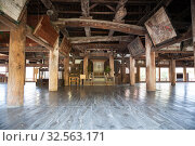 Interior of Senjokaku (Toyokuni) Shrine with wooden hall. It is unfinished Buddhist library. Itsukushima, Japan (2013 год). Редакционное фото, фотограф Кекяляйнен Андрей / Фотобанк Лори