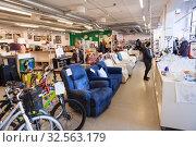Купить «Salesroom of the Kierratyskeskus (recycling center) second-hand shop. Reuse Centre. Helsinki, Finland», фото № 32563179, снято 29 октября 2019 г. (c) Кекяляйнен Андрей / Фотобанк Лори
