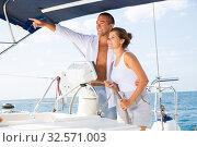 Купить «Man on yacht wheel pointing to horizon», фото № 32571003, снято 10 декабря 2019 г. (c) Яков Филимонов / Фотобанк Лори