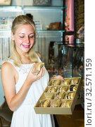 Купить «girl choosing bracelet in bijouterie shop», фото № 32571159, снято 3 августа 2020 г. (c) Яков Филимонов / Фотобанк Лори