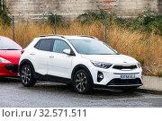 Купить «Kia Stonic», фото № 32571511, снято 10 сентября 2019 г. (c) Art Konovalov / Фотобанк Лори