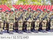 Купить «Russia, Samara, May 2016: The construction of soldiers with rifles for Victory Day at the rehearsal of the parade on Kuibyshev Square on a spring sunny day.», фото № 32572643, снято 7 мая 2017 г. (c) Акиньшин Владимир / Фотобанк Лори