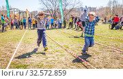 Купить «Russia, Samara, April 2017: children's relay race, together with their parents for the opening of the bike season in the city park on a spring sunny day.», фото № 32572859, снято 29 апреля 2017 г. (c) Акиньшин Владимир / Фотобанк Лори