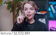 A young business woman having an idea in the office. Стоковое видео, видеограф Константин Шишкин / Фотобанк Лори