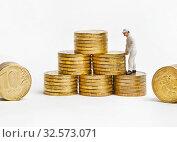 Купить «Маленький человечек в униформе складирует свои накопления. Успешный бизнес.», фото № 32573071, снято 14 июля 2019 г. (c) Элина Гаревская / Фотобанк Лори