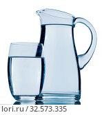 Купить «Karaffe und ein Wasserglas, Symbolfoto für Trinkwasser, Erfrischung, Bedarf und Verbrauch», фото № 32573335, снято 7 декабря 2019 г. (c) age Fotostock / Фотобанк Лори