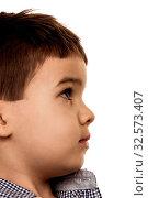 Kleiner Junge schaut unsicher, Symbol für Kindheit, Unschuld, Skepsis. Стоковое фото, фотограф Zoonar.com/Erwin Wodicka / age Fotostock / Фотобанк Лори