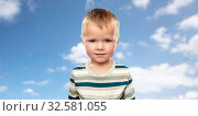 Купить «little boy in striped shirt over blue sky», фото № 32581055, снято 28 сентября 2019 г. (c) Syda Productions / Фотобанк Лори
