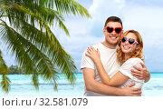 Купить «happy couple in white t-shirts and sunglasses», фото № 32581079, снято 6 октября 2019 г. (c) Syda Productions / Фотобанк Лори
